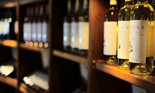 SÌ ALLA VENDITA DI ALCOLICI DOPO LE 18 PER ASPORTO